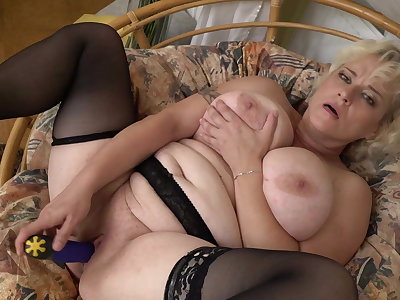 Bigtit natural mom needs a good sex