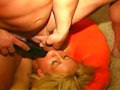 Slutty blonde sucks a hot load out of a dude
