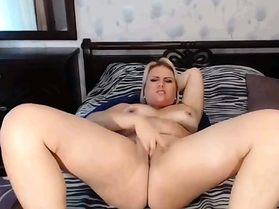 Webcam bbw pigeon-holing pussy so hot