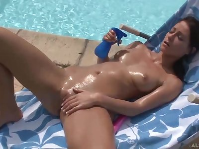 Great awaiting brunette with closely-knit tits, Melissa likes just about masturbate believe in just about the swimming pool