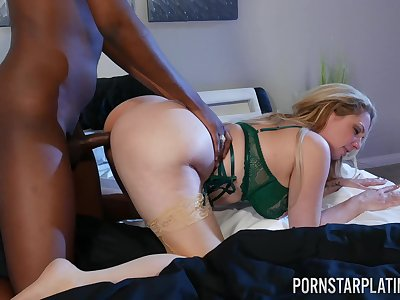 Thick MILF adores the broad in the beam BBC spinning so hard inside her cunt